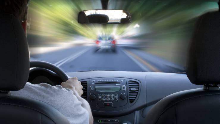 Der 29-jährige Portugiese fuhr mit 108 km/h im 60er-Bereich. (Symbolbild)
