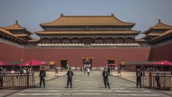 """""""Halle des Volkes"""" in Peking: Chinas Scheinparlament bläst zum Angriff auf Hongkongs Unabhängigkeit."""