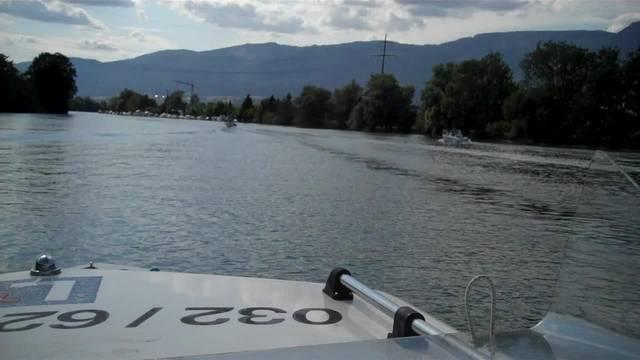 Mit dem Boot auf der Aare bei Solothurn unterwegs
