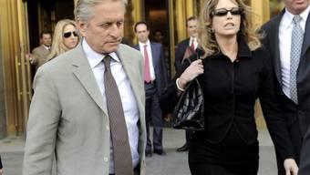 Michael und Diandra Douglas nach der Urteilsverkündung (Archiv)