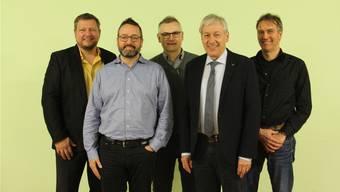 Sie sind sich einig und geben grünes Licht für die Fusionsabstimmung (v. l.): Robert Schmid (Gemeindeammann Bözen), Giovanni Carau (Gemeindeammann Elfingen), Guy David (Vizeammann Hornussen), Jean-Claude Kleiner (Projektleiter) und Andreas Thommen (Gemeindeammann Effingen).