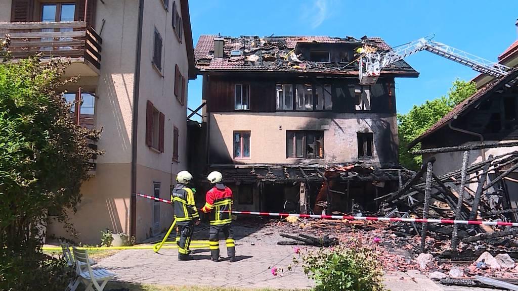 Einfamilienhaus in Boniswil brennt lichterloh