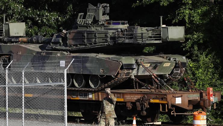 Abrams-Panzer warten in einem Depot in Washington auf ihren von Donald Trump gewünschten Einsatz.