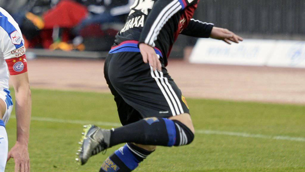 Droht  Basels Taulant Xhaka (rechts) nach dem 4:0-Sieg bei den Grasshoppers eine Sperre?
