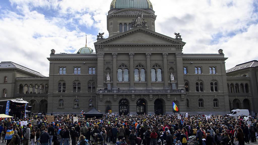 Tausende machen in der Schweiz Druck für besseren Klimaschutz