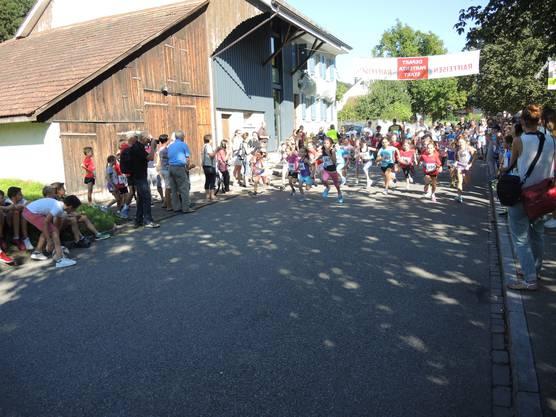Auch die Mädchen gaben Vollgas. Ihr Rennen ging über 750 Meter