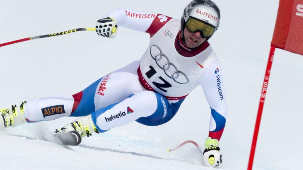Beat Feuz trainiert nach seiner Achillessehnenverletzung wieder auf Schnee