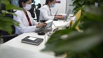 In China wird nach den Lockerungen der Coronavirus-Massnahmen wieder ein Zuwachs im Dienstleistungsbereich registriert. (Symbolbild)