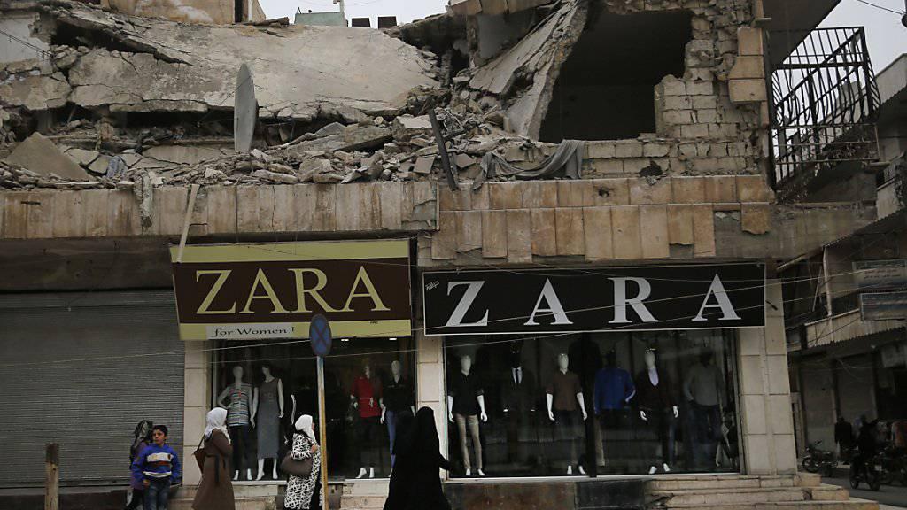 Alltag in Syrien: Ein Modegeschäft im Zentrum von Manbidsch am Freitag, 28. Dezember 2018.