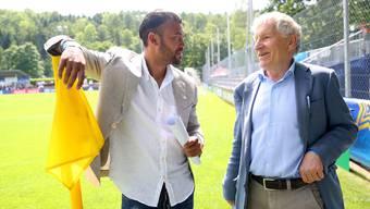 Johan Vonlanthen (l.) und Erich Vogel im Gespräch während des Blue Stars/Fifa Youth Cups.
