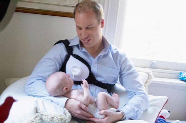 William gibt seinem Spross die Brust