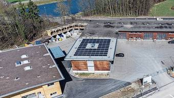 Der 2017 eröffnete Schlieremer Werkhof hat eines von vier städtischen Dächern mit einer Fotovoltaikanlage.