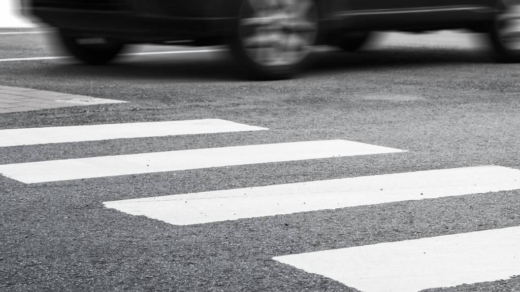 Auf Fussgängerstreifen: Zwei Kinder bei Kollision mit Auto verletzt