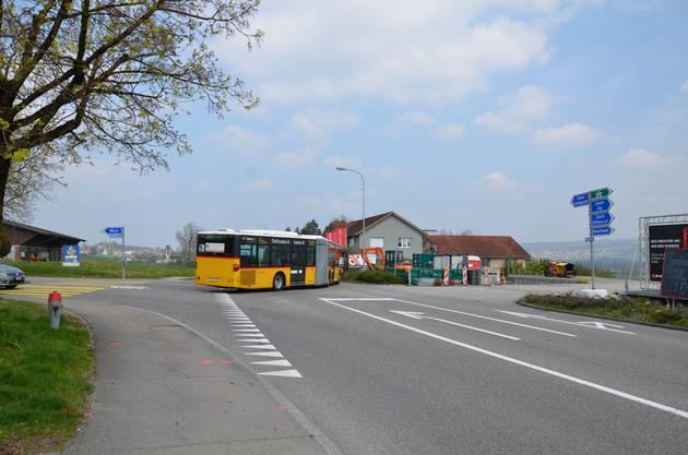 Hier wird künftig der Kronenkreisel die Einfahrt in die Bremgartenstrasse erleichtern. Dann sollte auch der 245er nach Birmensdorf keine Verspätung mehr haben.