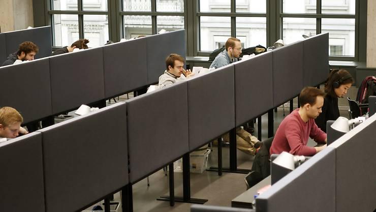 Das Lernen in der ZB kann weitergehen: Sie öffnet am 8. Juni ihre Lesesäle wieder. (Archivbild)