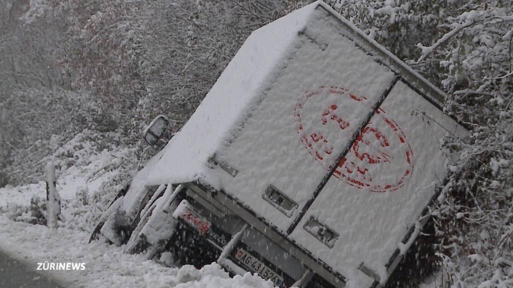 Erster Schnee führt zu Unfällen auf den Strassen