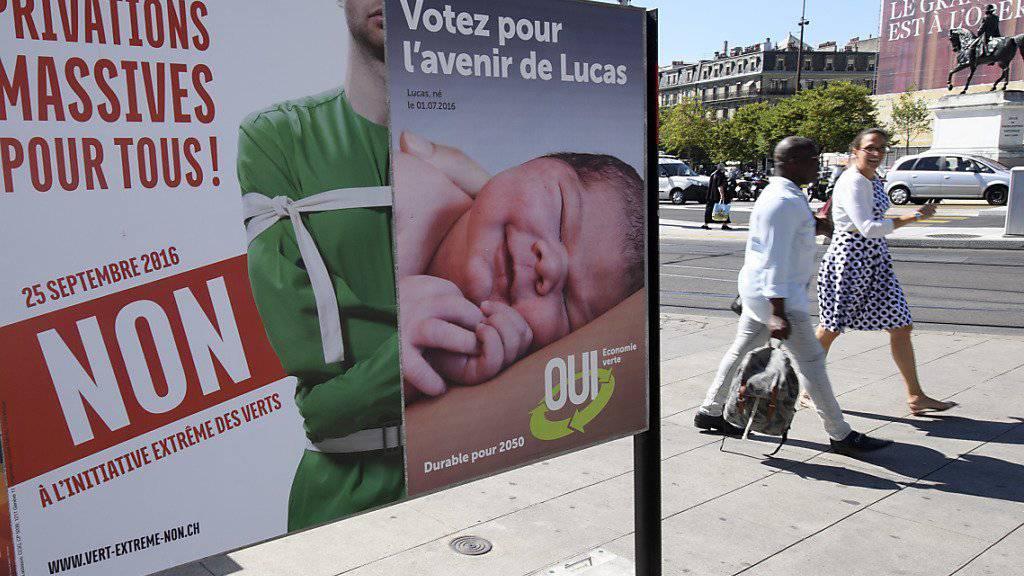 Nicht nur auf Plakatwänden, auch in Zeitungsinseraten wird kräftig für und gegen die Initiative für eine Grüne Wirtschaft geworben.