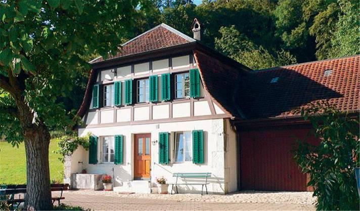 Gehört zum Ensemble Schloss Neu-Bechburg. Erstmals erwähnt 1827 als «Brüderhaus», ab 1870 zum Schloss Neu-Bechburg gehörend, 1897 durch Eduard Riggenbach neu erstellt als Dienstgebäude Schloss Bechburg.