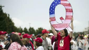 Ein QAnon-Unterstützer.