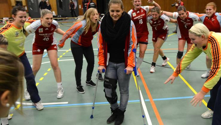 Die Zofingerinnen inklusive der verletzten Adriana Rudolf feiern die Finalrundenqualifikation. Mark Wyss