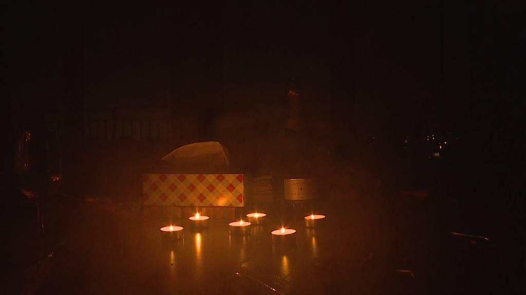 Stromausfall: Brüttiseller helfen sich mit Kerzen und Taschenlampen