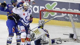 HCD-Goalie Genoni kassierte den zweiten Gegentreffer.