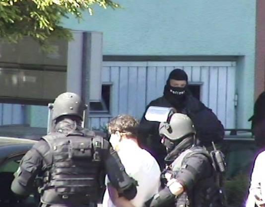 Er hatte sich in der Wohnung eines Landsmanns versteckt. Auf die Schliche kam ihm die Kantonspolizei Zürich in enger Zusammenarbeit mit der Staatsanwaltschaft Limmattal/Albis.