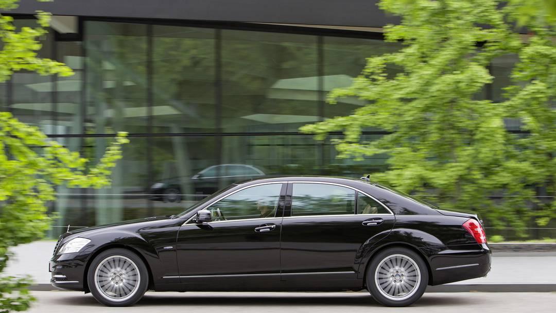 So fährt es sich in einem Mercedes S-Klasse, der neuen Karosse für die Aargauer Regierungsmitglieder