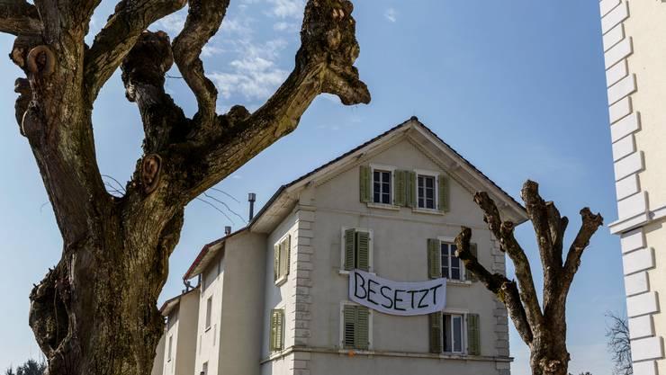 Das besetzte Haus am Schmiedeweg 8.