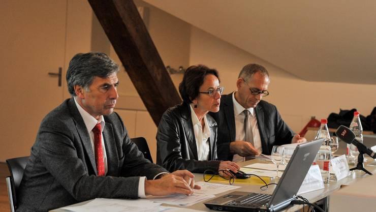 Christoph Eymann, Eva Herzog und Hanspeter Wessels (v.l.) informieren über den Stand der Schulraumoffensive.