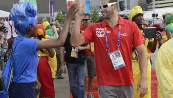 Die Schweizer Olympia-Delegation wird im Olympischen Dorf begrüsst