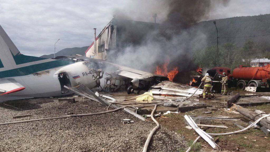 Beim Flugzeugunglück in Nischneangarsk kamen zwei Personen ums Leben. Weitere 43 Insassen der Maschine überlebten.