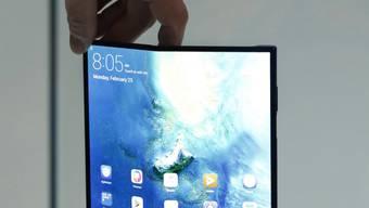 Handy (Modell Mate X) mit faltbarem Display des chinesischen Herstellers Huawei. (Archivbild)