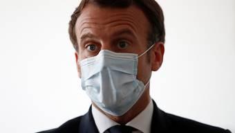 Auch nur ein Mensch, der sich anstecken könnte: der französische Präsident Emmanuel Macron.