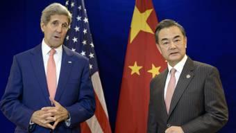 US-Aussenminister John Kerry (links) brachte den Inselstreit im Gespräch mit dem chinesischen Aussenminister Wang Yi zur Sprache.