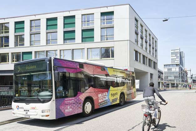 Bis zum Fahrplanwechsel im Dezember fahren die Busse der Linie 5 noch durch die Weite Gasse. Danach ist die Badener Marktgasse endgültig verkehrsfrei.