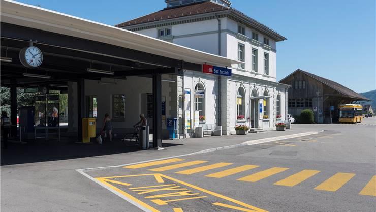 Im Bahnhof Zurzach verschwindet ein weiteres Dienstleistungsangebot. Am Samstag bleiben die Schalter künftig zu.Alex Spichale