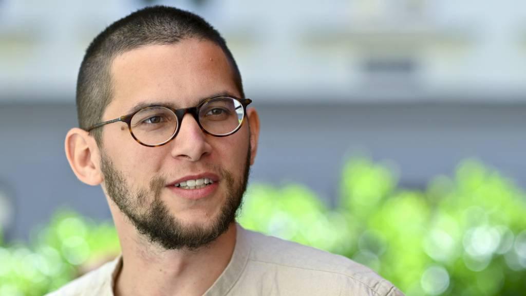 Der Schweizer Autor Lukas Maisel hat beim Wettlesen in Klagenfurt mit seinem Beitrag über Paarbeziehungen in der Tinder-Welt bei der Jury für ein geteiltes Echo gesorgt.