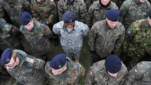 Mitglieder der neuen schnellen NATO-Eingreiftruppe in Polen