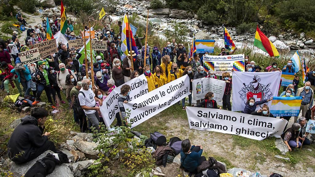 Umweltaktivisten gedenken geschmolzener Gletscher