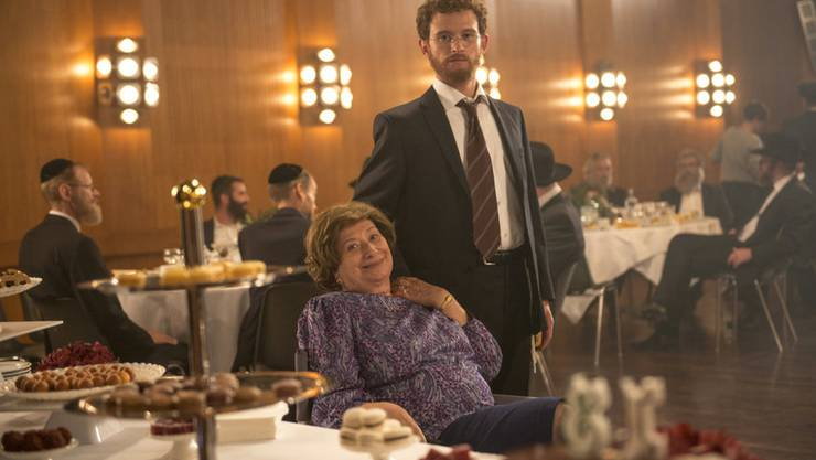 Eine Mutter ist eine Mutter ist eine – fürs Publikum sehr lustige – Zumutung. Inge Maux mit Filmsohn Joel Basman.