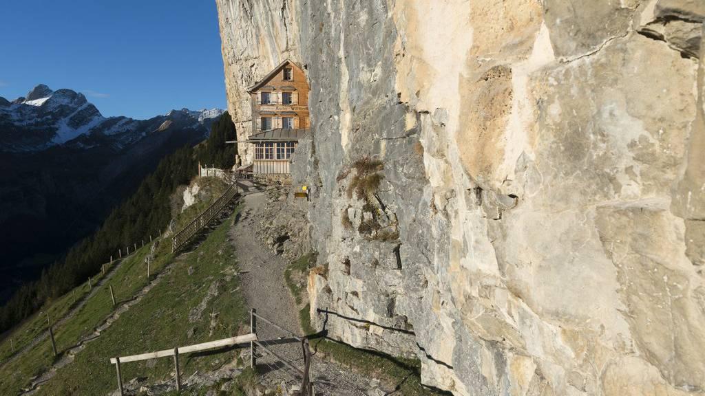 Das Berggasthaus Aescher ist ein beliebtes Ausflugsziel, auf 1454 Metern über Meer, für Wanderer und Touristen im Alpstein.