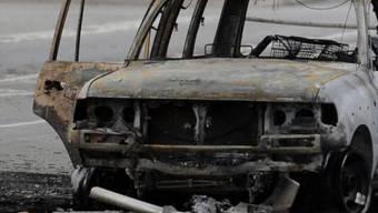 Ein ausgebranntes Auto (Symbolbild)