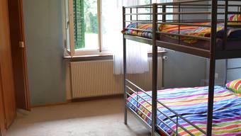In Kajütenbetten leben in der «Villa Marti» bald 15 Menschen. Ist das eine Luxuslösung, wie die SVP kritisiert?