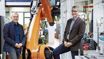 Silvio Bertini, neuer Präsident von Swissmechanic Solothurn (l) und Geschäftsführer Enzo Armellino in der Firma Mawatec.