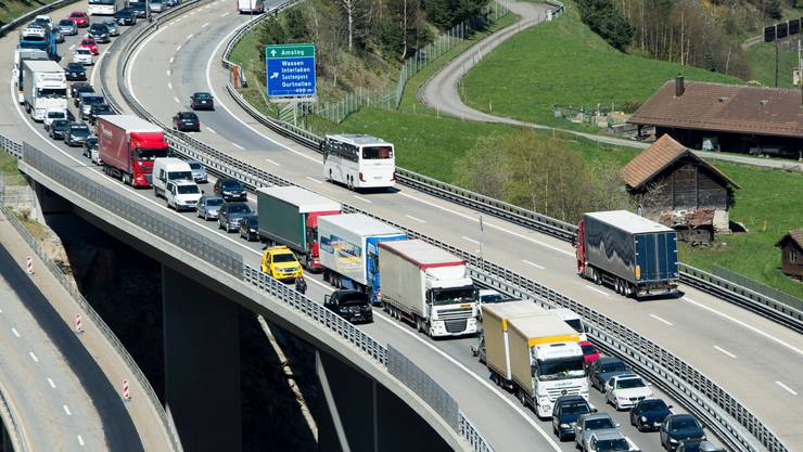 Vor dem Gotthard soll es deutlich weniger Verkehr geben.