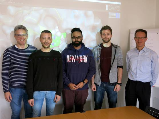 Diese Forscher suchen ein Gegenmittel: Martin Smieško, André Fischer, Santhosh Neranjan, Manuel Sellner und Markus Lill (v.l.).