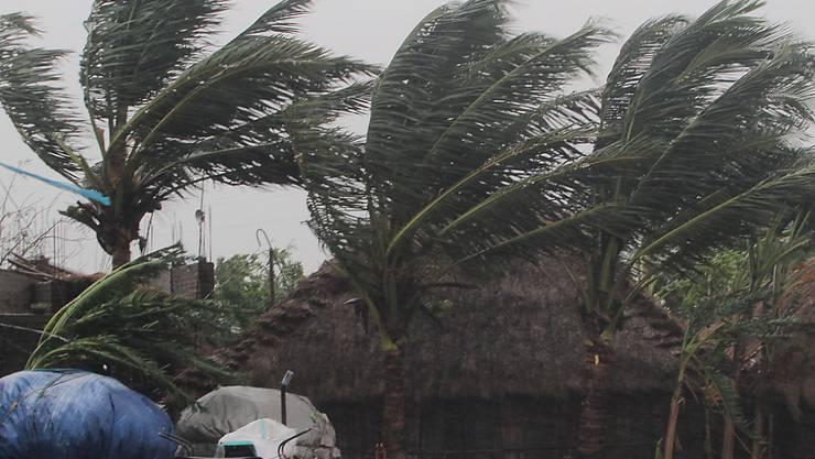 """Der Wirbelsturm """"Amphan"""" hat in Indien und Pakistan Windgeschwindigkeiten von bis zu 185 Kilometern pro Stunde und viel Regen und Gewitter mit sich gebracjt."""