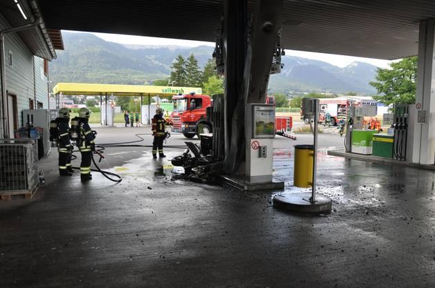 Der Brand drohte auf die Tankanlage überzugreifen.