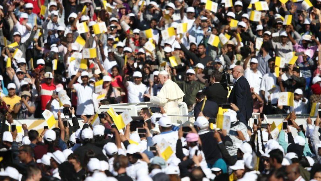 Massenandrang bei erster Papst-Messe auf Arabischer Halbinsel